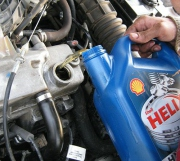 Замена масляного фильтра и масла в двигателе Лада Калина своими руками