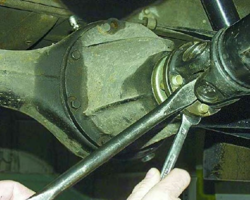 Самостоятельная замена карданной передачи ВАЗ 2106