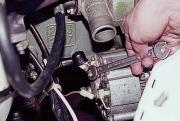 Снятие генератора ВАЗ 2107 своими руками