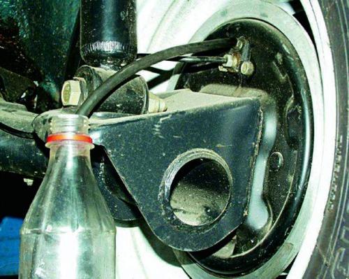 Как самостоятельно заменить тормозную жидкость ВАЗ 2110