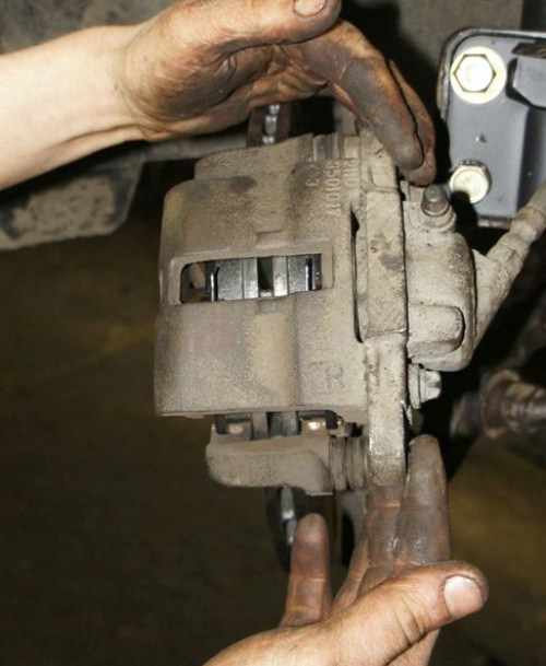 Самостоятельная замена передних тормозных колодок на ВАЗ 2115