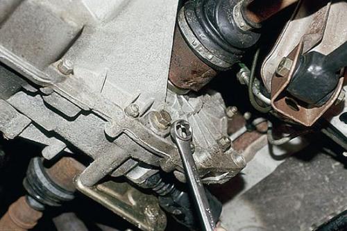 Как заменить масло в коробке автомобилей Лада Калина своими руками