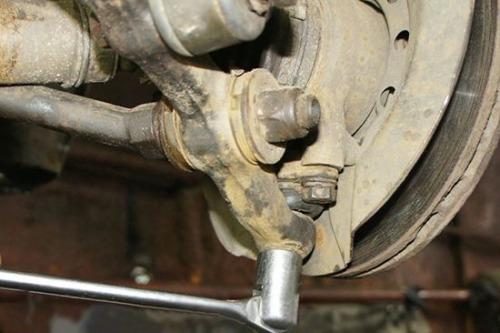 Как заменить нижний рычаг подвески ВАЗ 2108 в домашних условиях